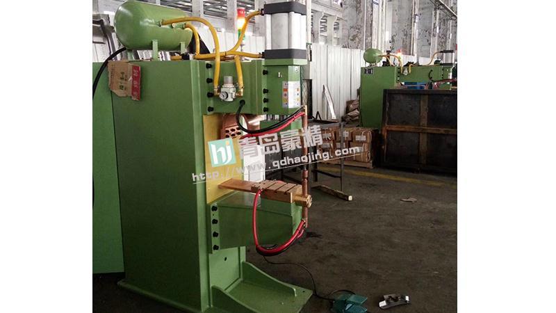 青岛豪精为客户安装调试M16法兰螺母中频点焊机