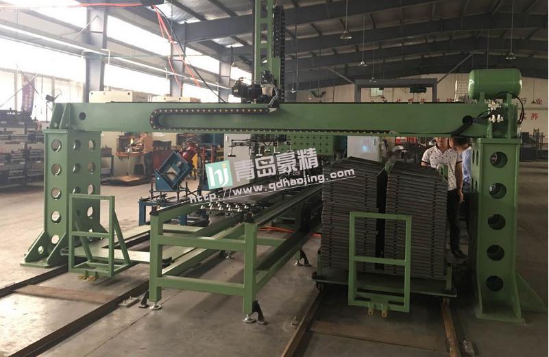 豪精定制的自动化门板生产线在江苏省著名的农机生产企业