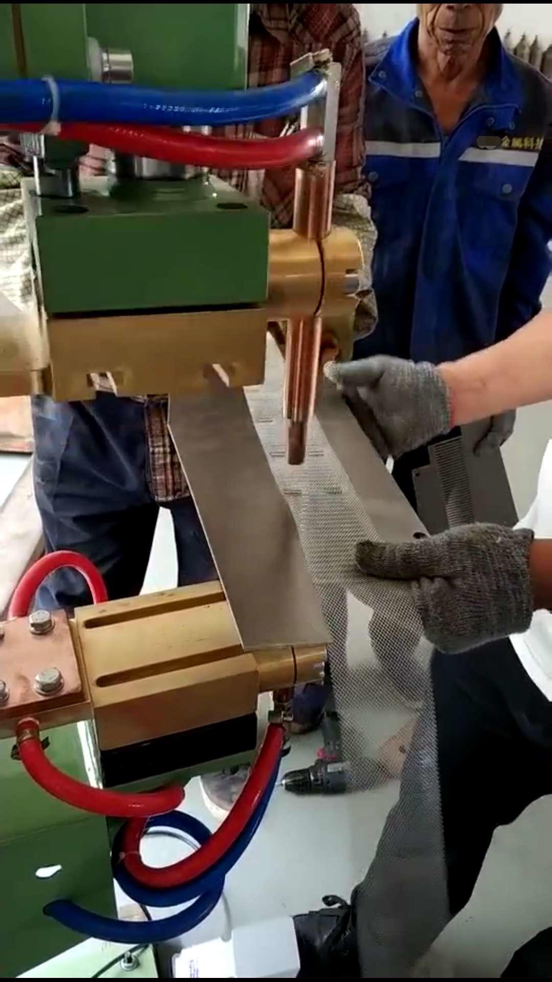 城阳某钣金厂家选择青岛豪精点焊机